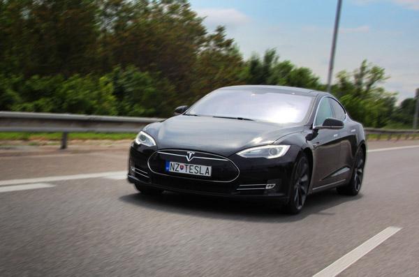 picture Hodinový prenájom Tesla Model S P85+