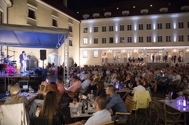picture ABBA Slovakia na zámku