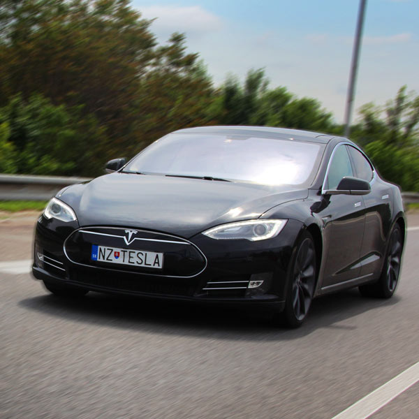 Hodinový prenájom Tesla Model S P85+